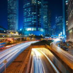 Futurystyczna wizja miasta z GPEC i Delivr