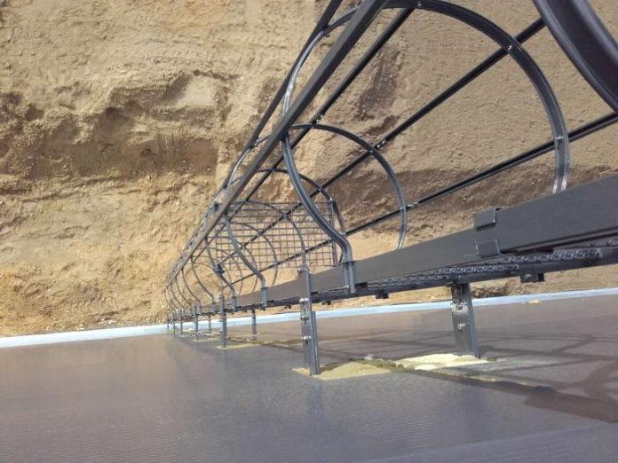 Krok po kroku: montaż drabiny pionowej do budynku