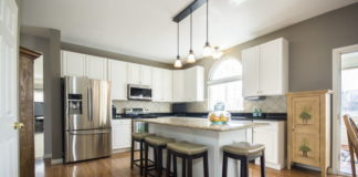 Parapety kamienne w kuchni - postaw na ponadczasową elegancję!