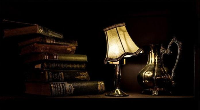 Lampa stołowa zamiast typowej lampki biurkowej